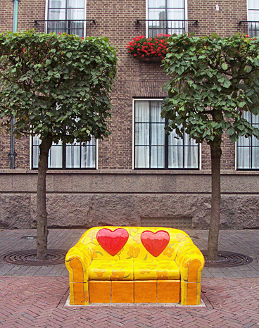 A sofa made of clay in the town center of Enschede